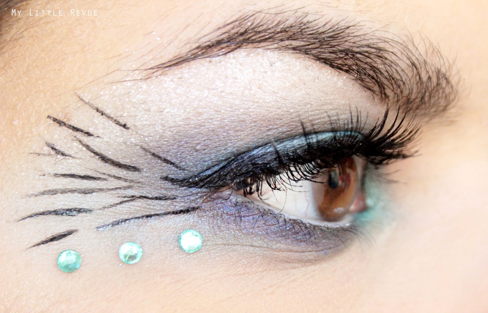 maquillage inspiration queue de paon eyeliner et strass
