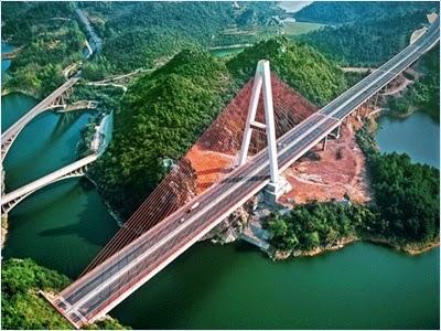 ทะเลสาบหงเฟิง (Hongfeng Lake)