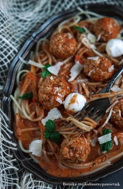 spaghetti, pomidory, klopsy, pulpety, mieso mielone, makaron, obiad, maslo orzechowe, bernika, kulinarny pamietnik