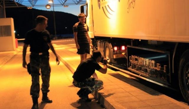 Είχε κρυμμένους στο φορτίο 9 μετανάστες
