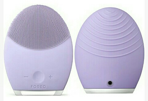 Foreo Facial Massager: Soft Silicone Anti-Aging Cleansing Beauty Brush