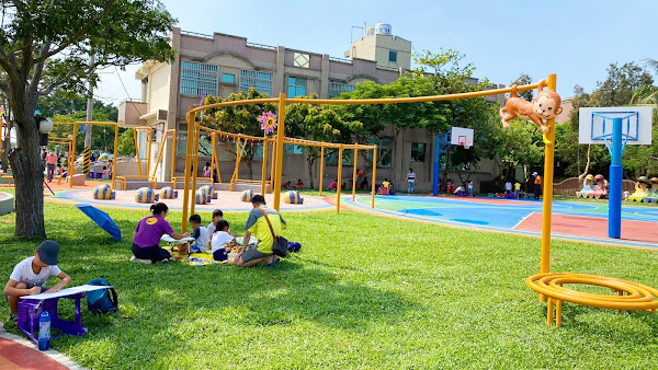 嘉義東港社區童心悠活園全齡共融運動場 建築園冶獎評審也按讚