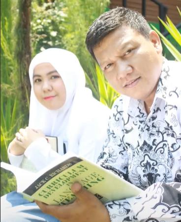 (Bag-2) Rela Menunggu 2,5 Tahun, Akhirnya Guru ini Berhasil Menikahi Muridnya