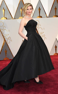 http://www.eonline.com/photos/20157/oscars-2017-red-carpet-arrivals/745837