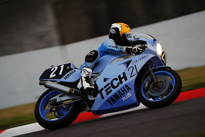 2017, Kenny Roberts rides the 1985 Suzuka 8 Hours Tech 21 Yamaha FZR750