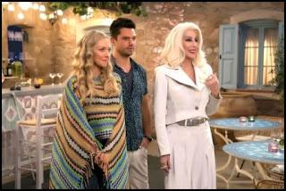 Amanda Seyfried, Dominic Cooper y Cher en Mamma Mia: Una y otra vez