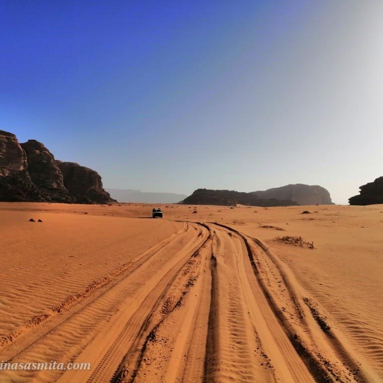 Menjelajah Wadi Rum Lembah Padang Pasir Terluas di Yordania