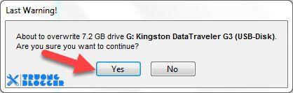 Nhấn Yes để Transmac tiến hành Format USB
