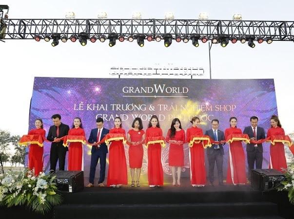 Nhà đầu tư hào hứng khai trương nhà mẫu Grand World- Ảnh 2