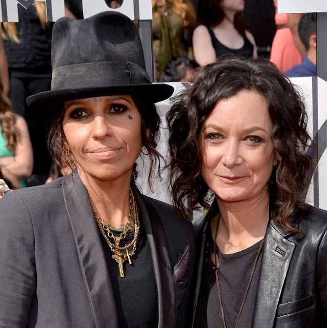 Sara Gilbert with Her Wife Linda Perry