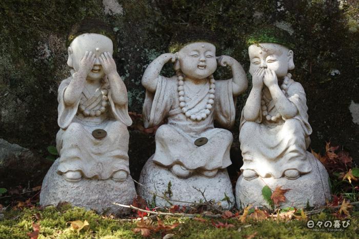 "Trois jizô mimant les ""singes de la sagesse"", temple Daisho-in, Miyajima, Hiroshima-ken"