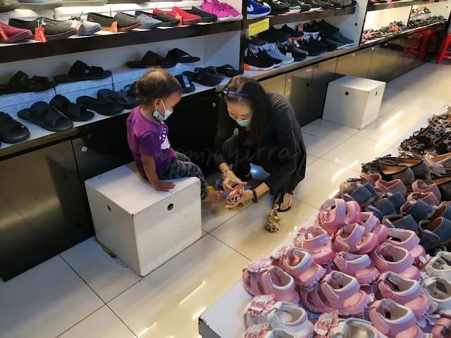 beli kasut di KWC Fashion Wholesale