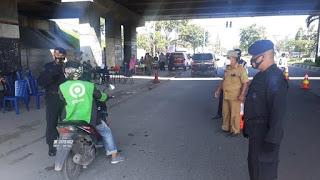 Gabungan TNI-Polri dan Pemko Medan Putar Balik Pengendara di Pos Penyekatan