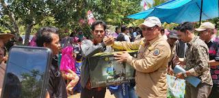 Bupati Kotabaru Berikan Bantuan Keagamaan dan Bibit Udang