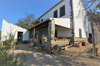 Propiedad inmobiliaria en venta. Es una finca de 10 hectareas con 2 casas en la Sierra de Sevilla