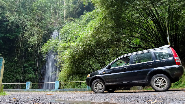 With the rental car to Cascata de São Nicolau