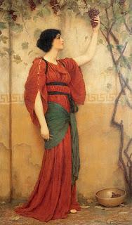 Γυναίκα κρατάει ένα τσαμπί σταφύλι.