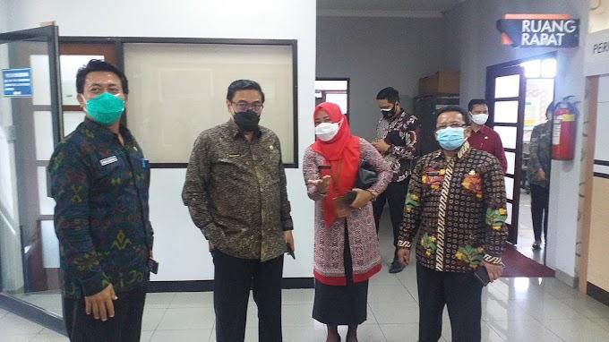 Kepala Bapenda Jabar Kunjungi Samsat Cinere