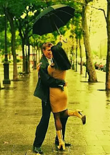 Couples enjoying in rain in love - Dard shayari