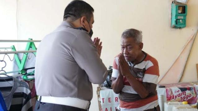 Berdalih Kekurangan, Pensiunan Polisi Mengemis Jadi Manusia Silver