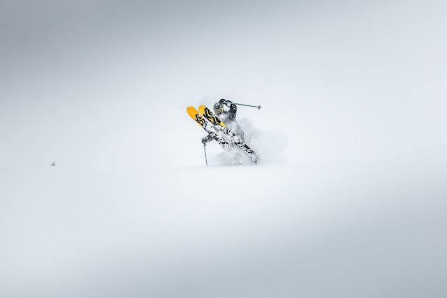 Skifahren lernen Kitzbühel Tiefschnee Technik