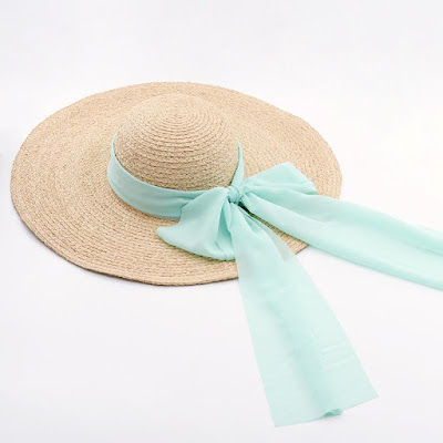 Os laços vêm para trazer um toque ainda mais romântico às peças que vão vestir as mulheres na estação mais quente do ano