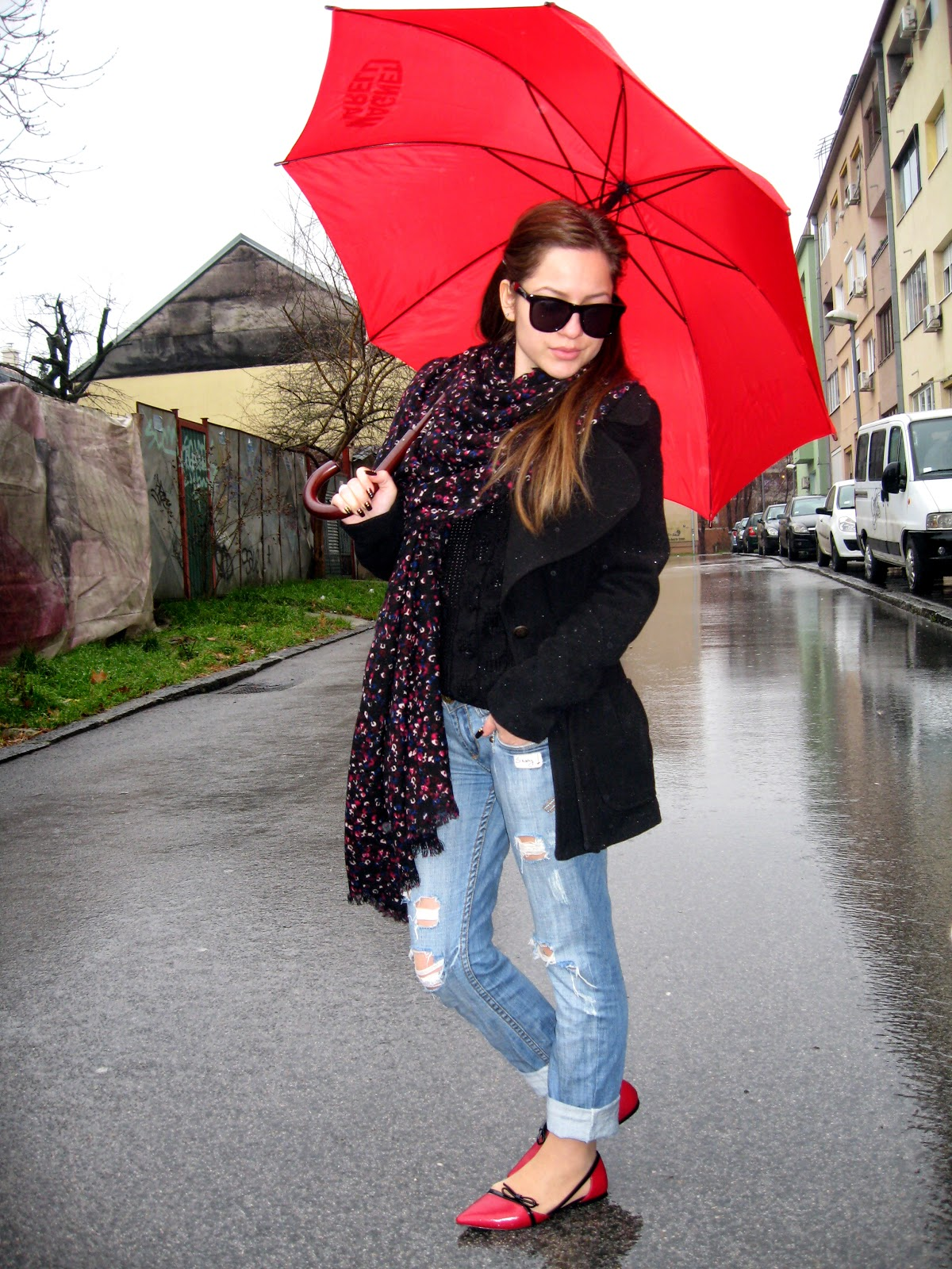 outfit, pointy toe flats, red pointy flats, red flats, boyfriend jeans, oversize scarf, tally weijl floral print oversize scarf, red umbrella
