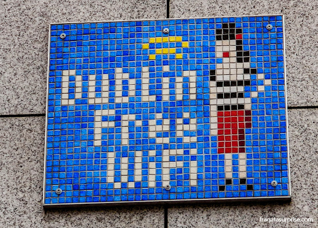 """Imelda Quirke, personagem de """"The Commitments"""", em uma placa de WiFi Zone em Dublin, Irlanda"""