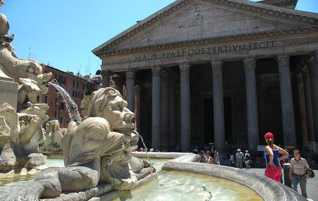 Sobre a Piazza della Rotonda em Roma