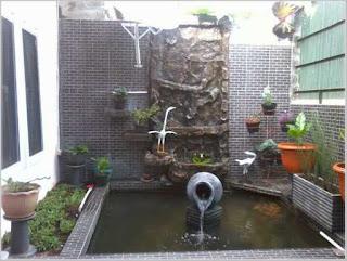 taman rumah minimalis dengan kolam ikan artistik