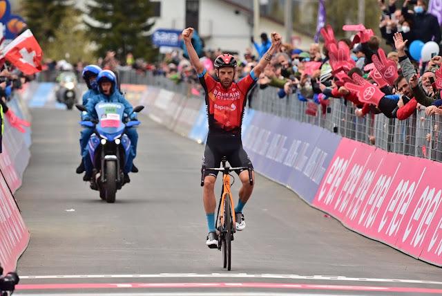 Damiano Caruso vence a penúltima etapa do Giro d'Italia e ainda sonha com a maglia rosa