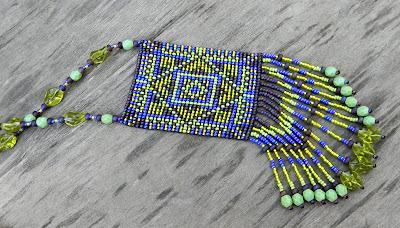 Оригинальные украшения из бисера на шею купить в интернет магазине этнической бижутерии.