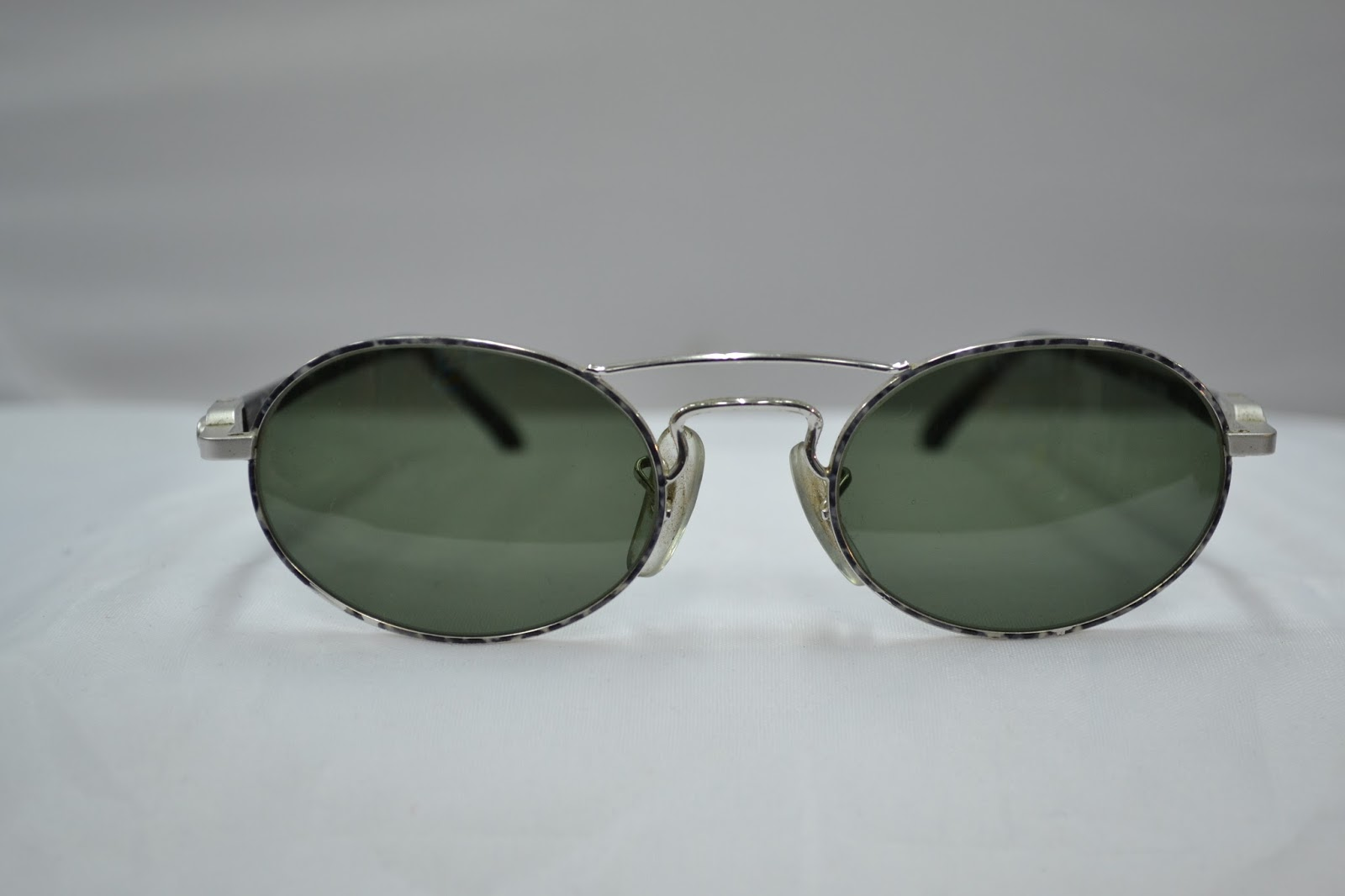 6a1dc87b0eb2 Wellcome you are looking at a lovely Vintage Ray Ban sunglass made by Bausch  and lomb in the USA