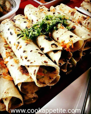 A scrumptious mouthwatering roll made using chicken and vegetable filling wrapped using a Chapati,served with garlic sauce.A second Chapati Chicken Wrap on this website and it came out perfect.