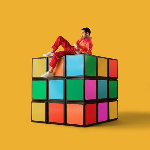 """O americano MAX lança seu novo álbum """"Colour Vision"""""""