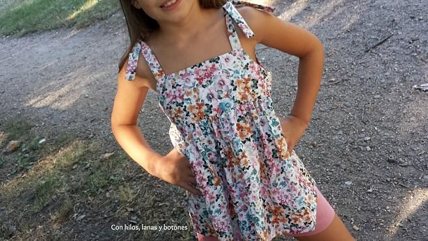 Con hilos, lanas y botones: conjunto blusón de tirantes (Intemporels pour enfants) y short calipso (Mamacosesola)