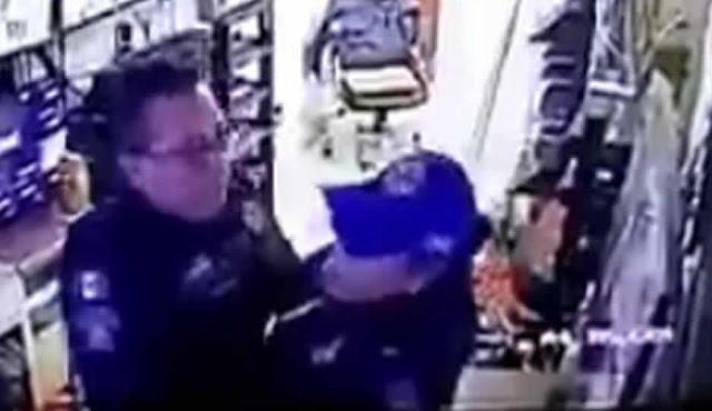 Ni la gorra se quito, captan a dos policias haciendo el delicioso en su lugar de trabajo