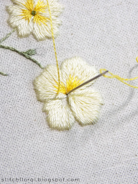 Primrose botanical embroidery: freebie & tutorial