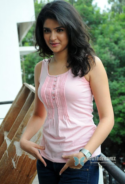 South-glamour-girl-deeksha-seth-hot-rare-unseen-picture-27_720_southdreamz