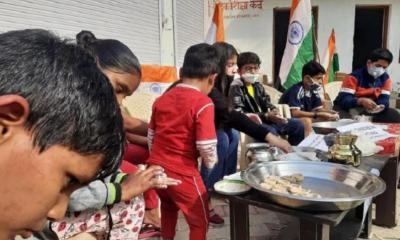 Jammu में बच्चे मिट्टी का दीपक बनारहे है, china के उत्पाद बहिष्कार।