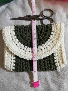 かぎ針編みのミニポーチのサイズ:縦9センチ