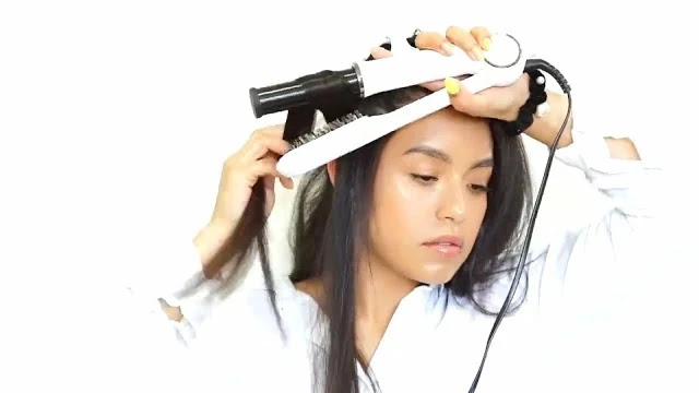 The rotating barrel polishes your hair for a vibrant shine