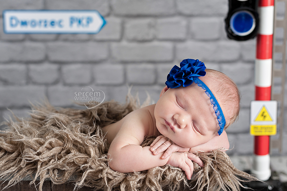 najciekawsze zdjęcia noworodkowe, niebanalne sesje noworodkowe, autorskie stylizacje do sesje dla noworodkówchwytające za serca zbliżenia twojego maluszka, słodko śpiący noworodek podczas wykonywania zdjęć, zdjęcia noworodka wykonane z troską i czułością, zdjęcia noworodkowe wykonane z zadbaniem o komfort maluszka, niespotykane zdjęcia noworodków, fotograf specjalizujący się w pracy z noworodkami,