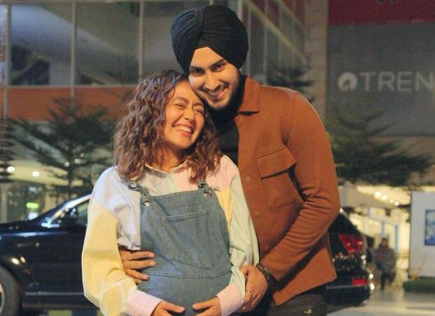 Neha Kakkar और Rohanpreet Singh अपने पहले बच्चे की उम्मीद करते हैं, गायक अपने बच्चे को दिखाते हुए एक तस्वीर पोस्ट करती है।