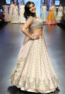 Shruthi Hassan in a Desinger Lehenga CHoli at LFW Summer 2016