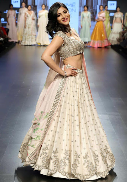 Shruti Haasan Looks Absolutely Lovely As She Walks The Ramp At The Lakme Fashion Week 2016