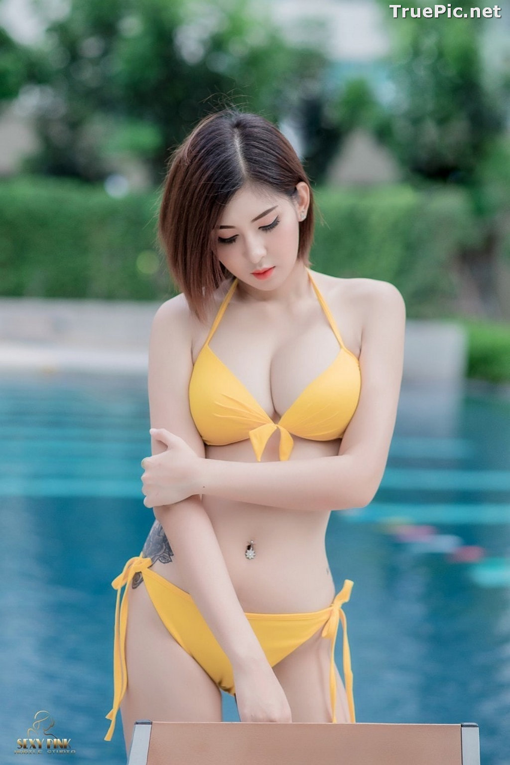 Image Thailand Model - Pharada Baokhum - Yellow Bikini In The Swimming Pool - TruePic.net - Picture-8