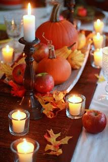 centro tavola autunnale con zucca e candele