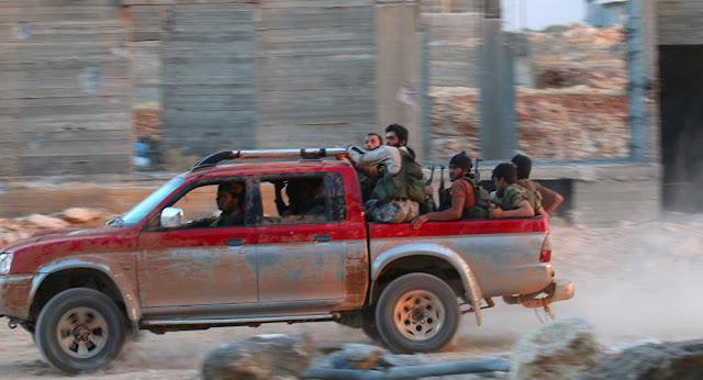 Militantes estrangeiros lançarem uma ofensiva maciça para romper o cerco do governo sírio sobre a cidade de Aleppo