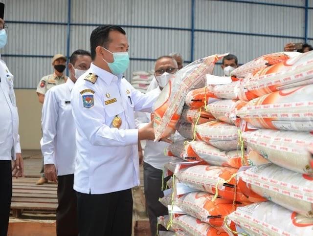 Tinjau Bulog, Gubernur Jambi Al-Haris Minta Penyaluran Beras Tepat Waktu dan Tepat Sasaran